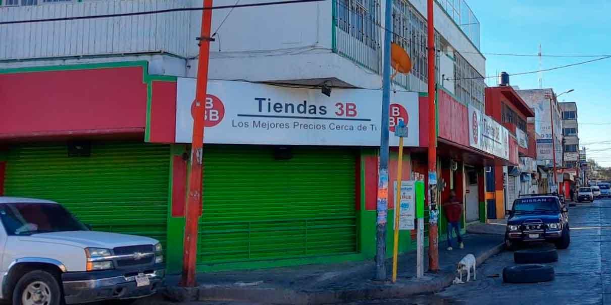 Empistolados asaltan tienda de abarrotes en Texmelucan