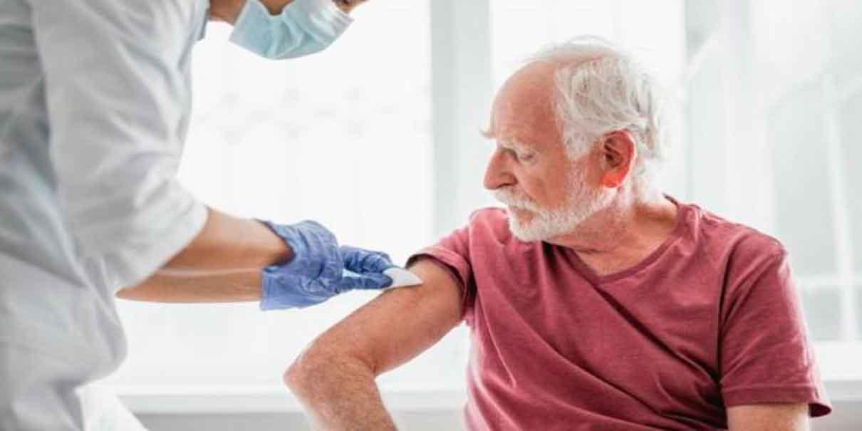A los abues les toca la vacuna anti Covid en febrero