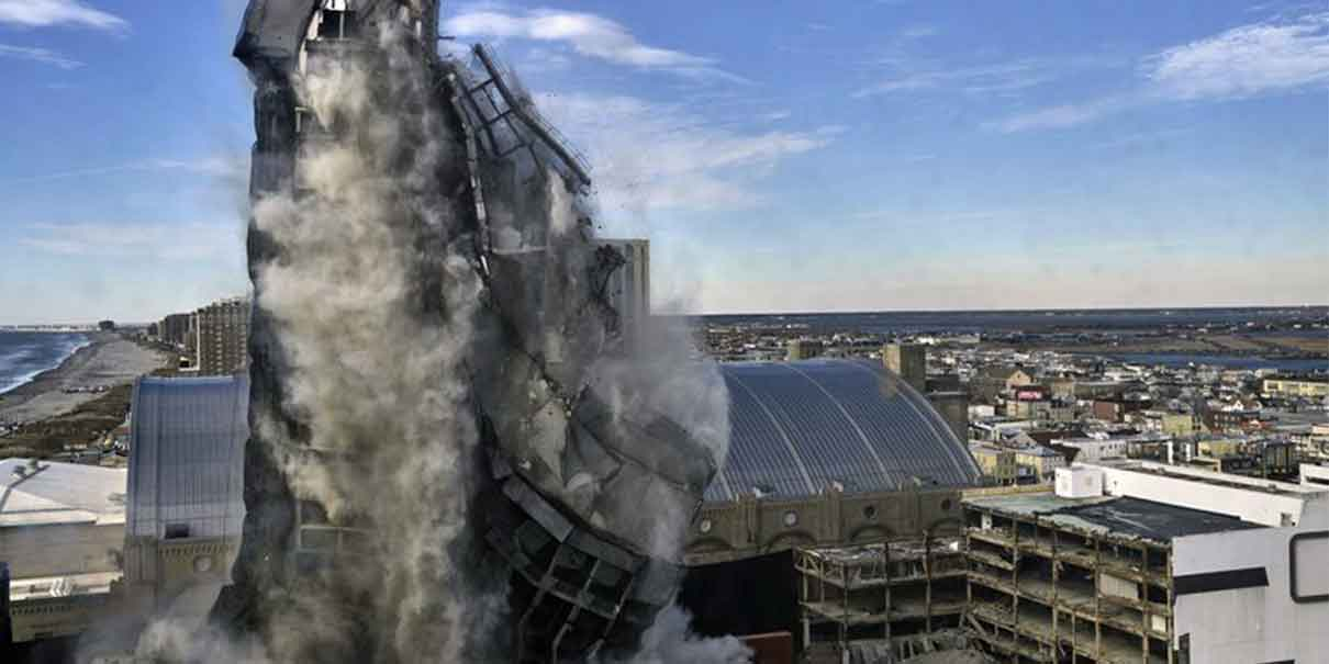 (Video) Así fue la demolición del Trump Plaza Casino; pagaron 500 dólares por ver