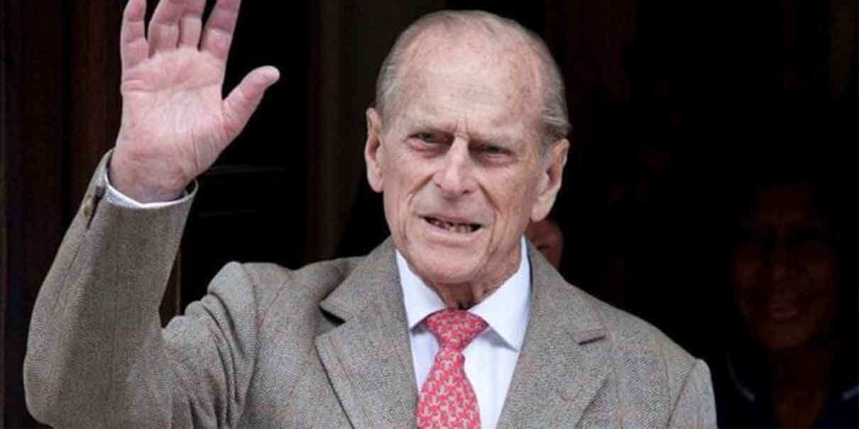 Esposo de la Reina Isabel continuará internado en el hospital; NO ES COVID