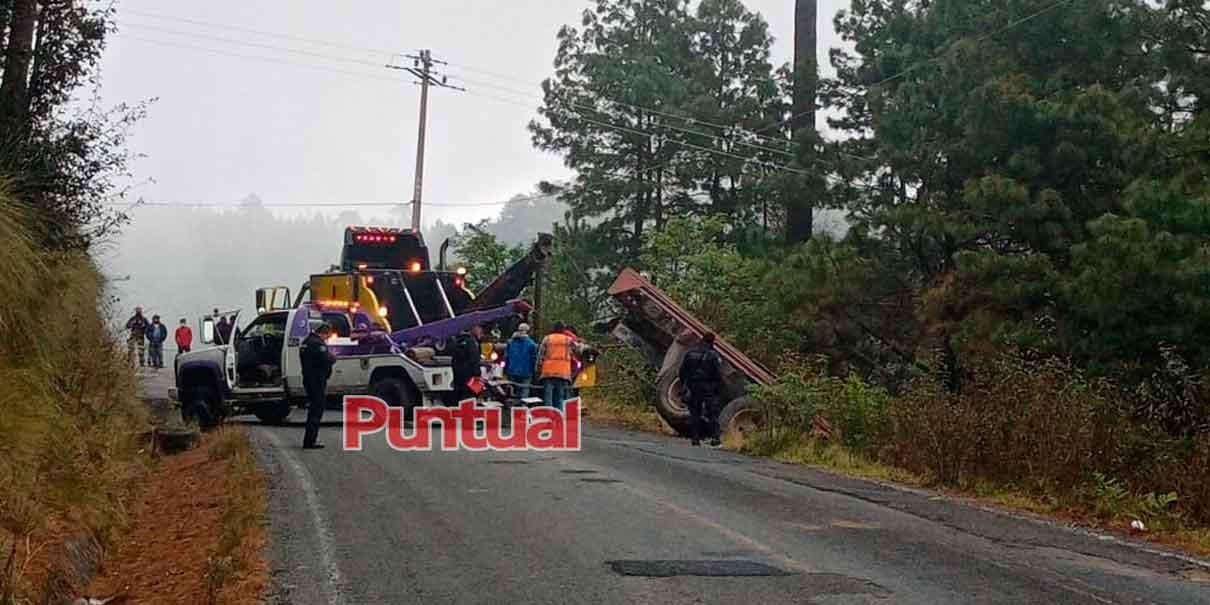 Chofer de tráiler muere prensado en Chilchotla