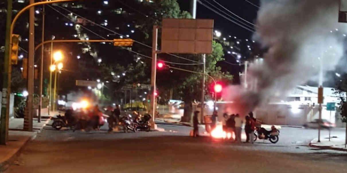 En Oaxaca, policías ebrios atropellan a repartidores de Didi