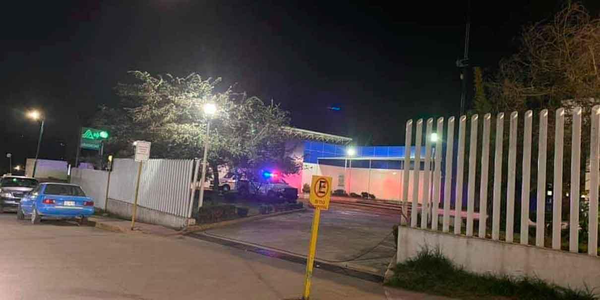 Comando irrumpe a balazos para rescatar a reo del hospital de Zacatlán