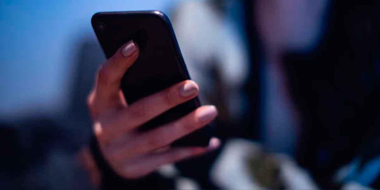 Mujer ahuyentó a su acosador con celular en Atlixco