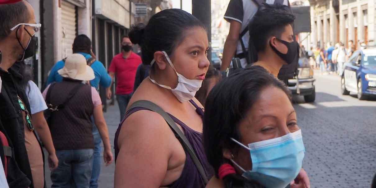 En Puebla ya no usan ni bien el cubrebocas: Barbosa