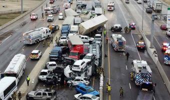(Video) 5 muertos es el saldo de carambola en autopista de Texas
