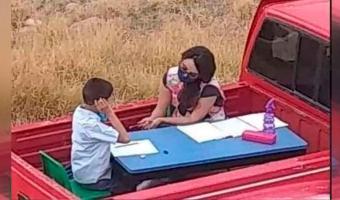 AMOR POR LA ENSEÑANZA, esta maestra es recompensada con nueva Aula móvil