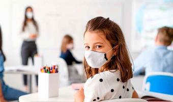 No habrá clases presenciales si no están vacunados maestros y abuelos