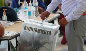 """Ex funcionarios municipales, ahora aspirantes, """"se pueden meter en problemas"""" por declaraciones: Barbosa"""