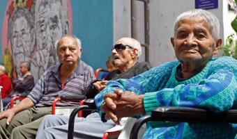 Se infectan menos pero mueren más abues en Puebla por Covid